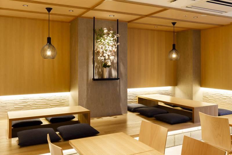 レストランでは和モダンにデザインされた座席で団体客様もゆったりとお過ごしいただけます。