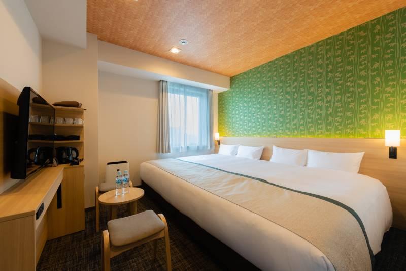 ワイドキングベッドや2段ベッドなど、グループのご宿泊にも適したお部屋をご用意しています。